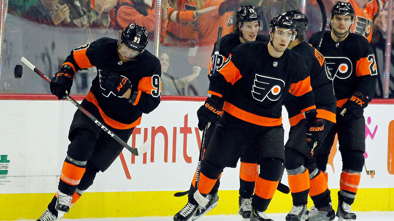 Nhl-flyers-voracek-skates-with-teammates-after-scoring