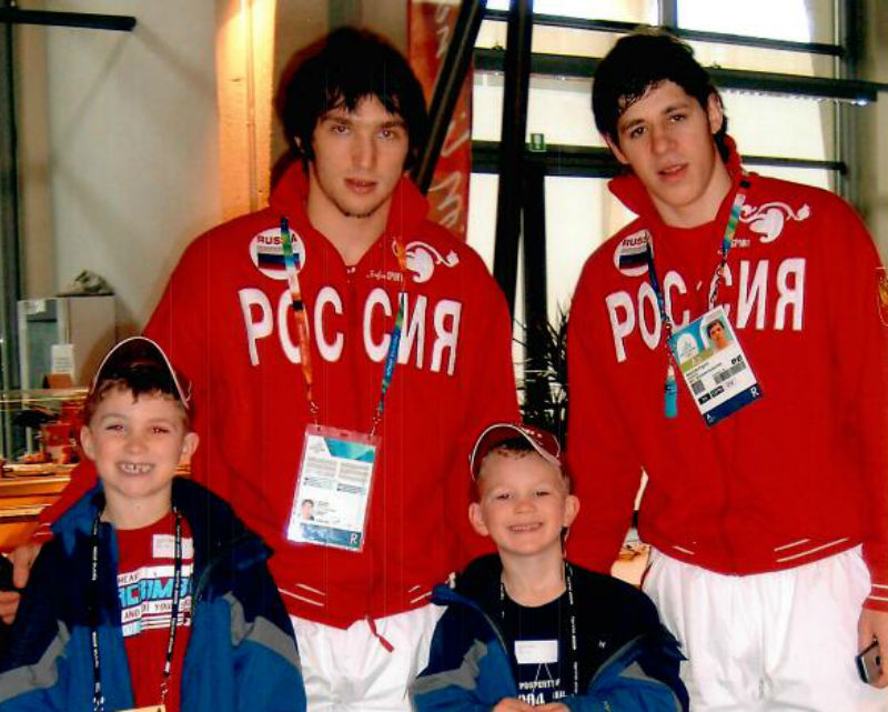 Alex Ovechkin (L) and Evgeni Malkin pose with a young Matthew (L) and Brady Tkachuk.