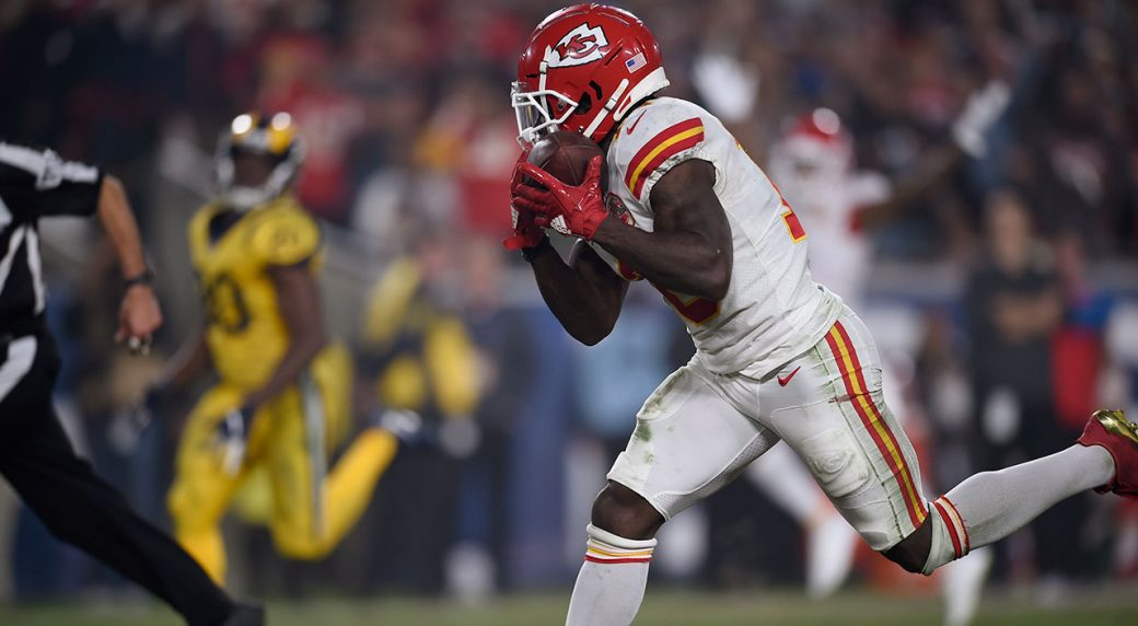 Chiefs' Tyreek Hill fined $10K by NFL for peace sign ...