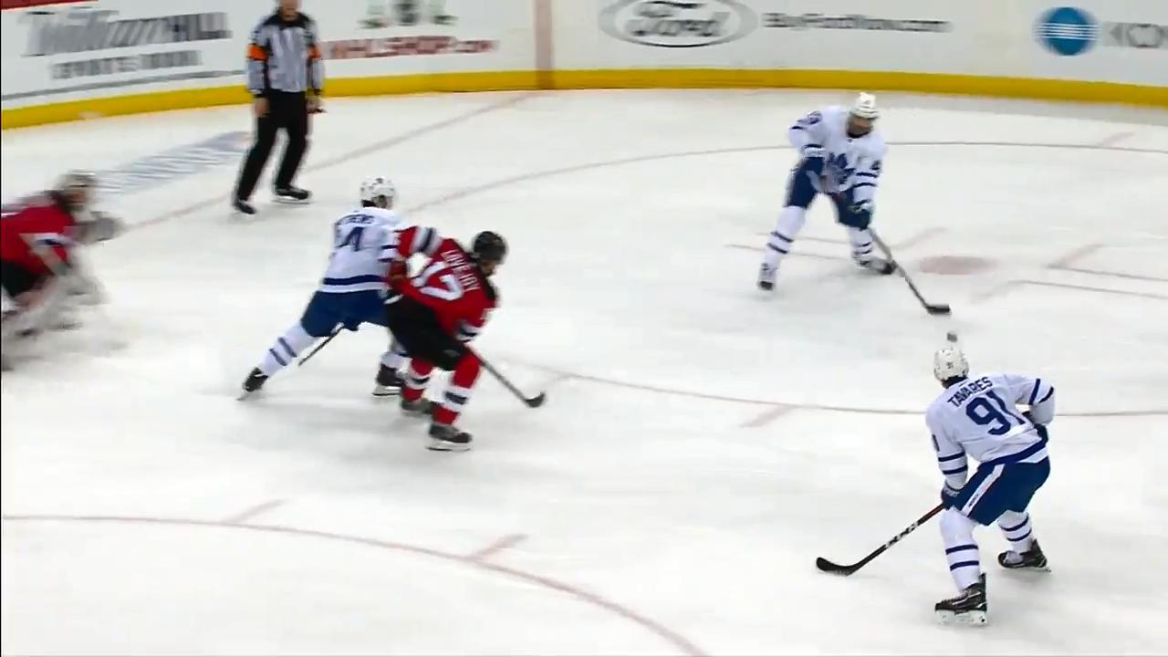 John Tavares finishes pretty 3-on-1 for Leafs