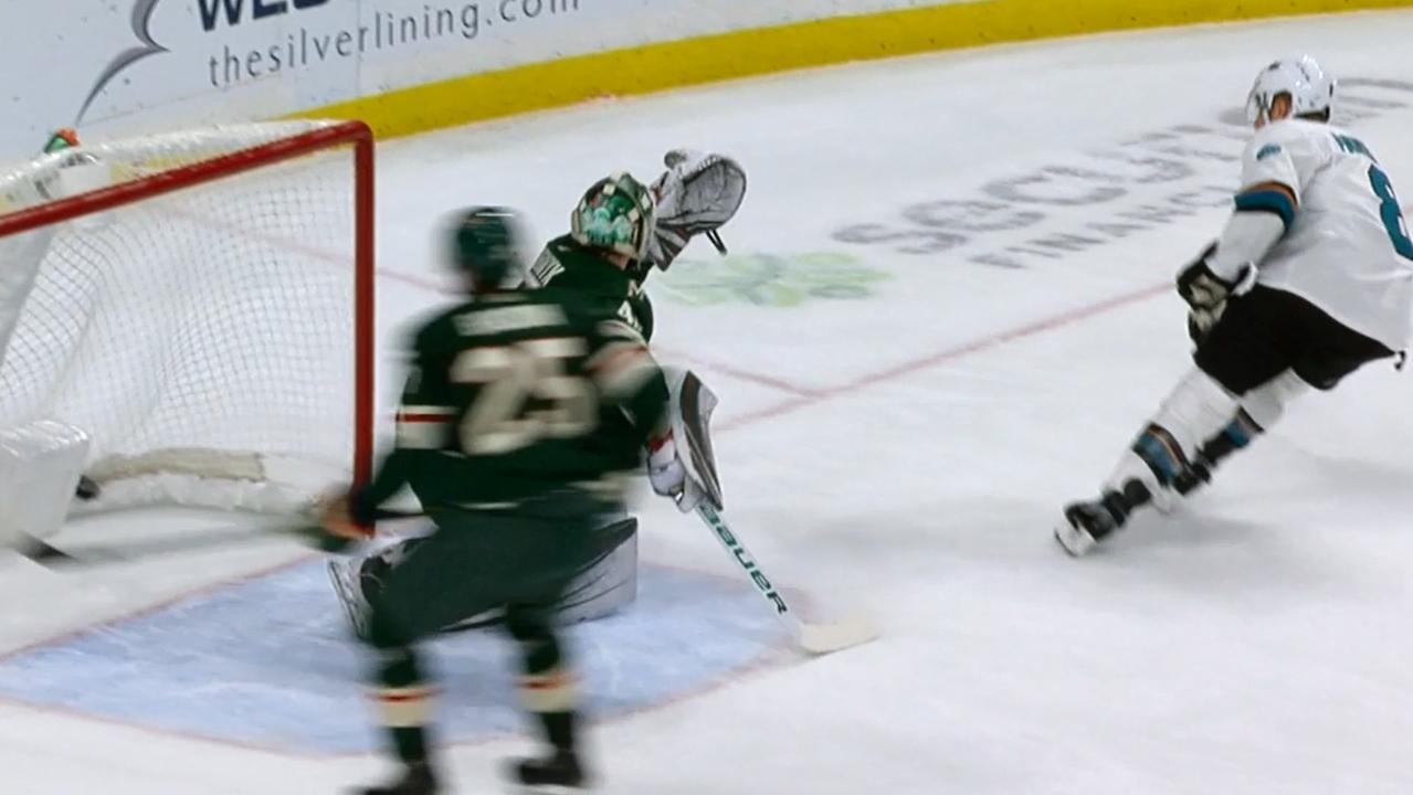 Joe Pavelski rips a beautiful wrist shot top corner on Dubnyk