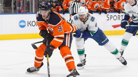 oilers-connor-mcdavid-skates-against-canucks