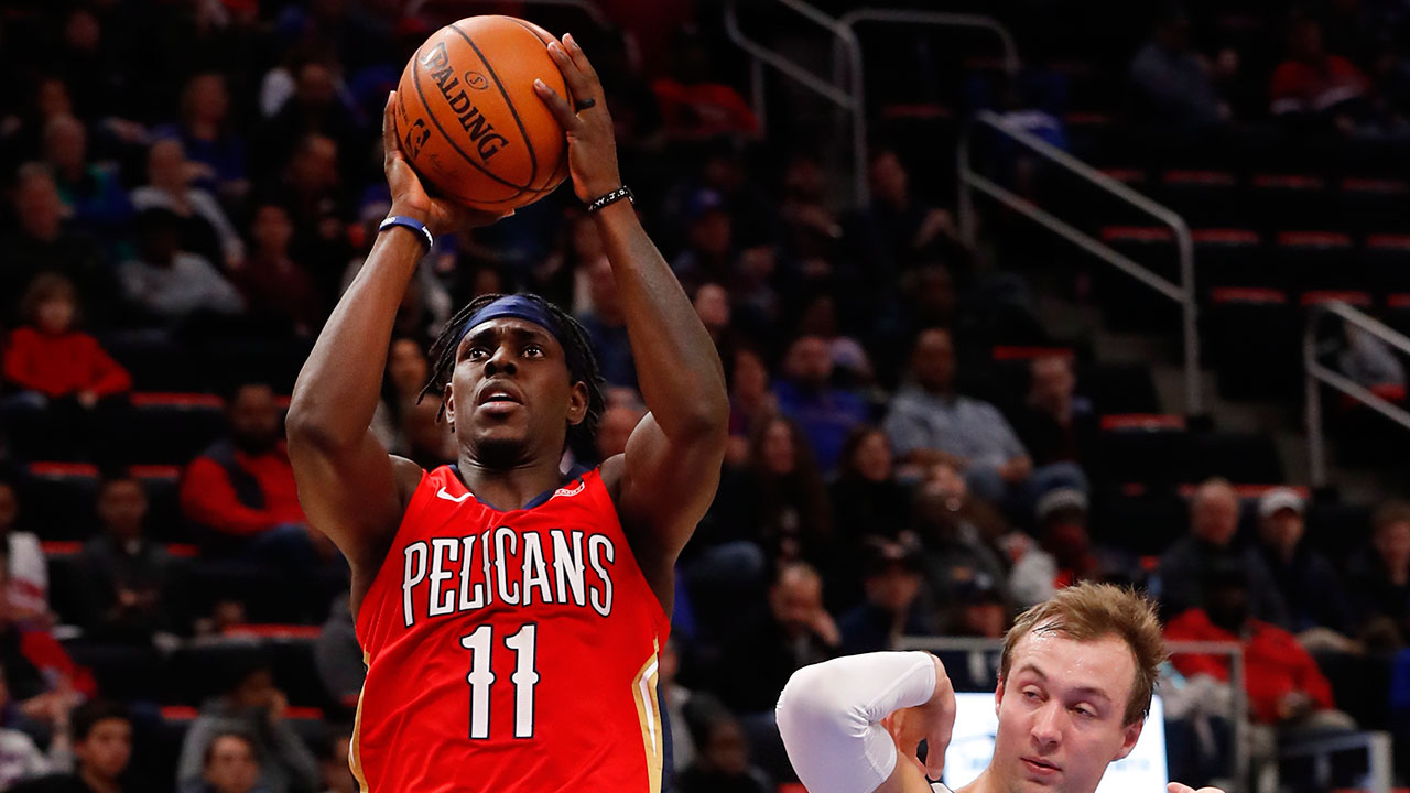 Nba-pelicans-holiday-shoots-against-pistons