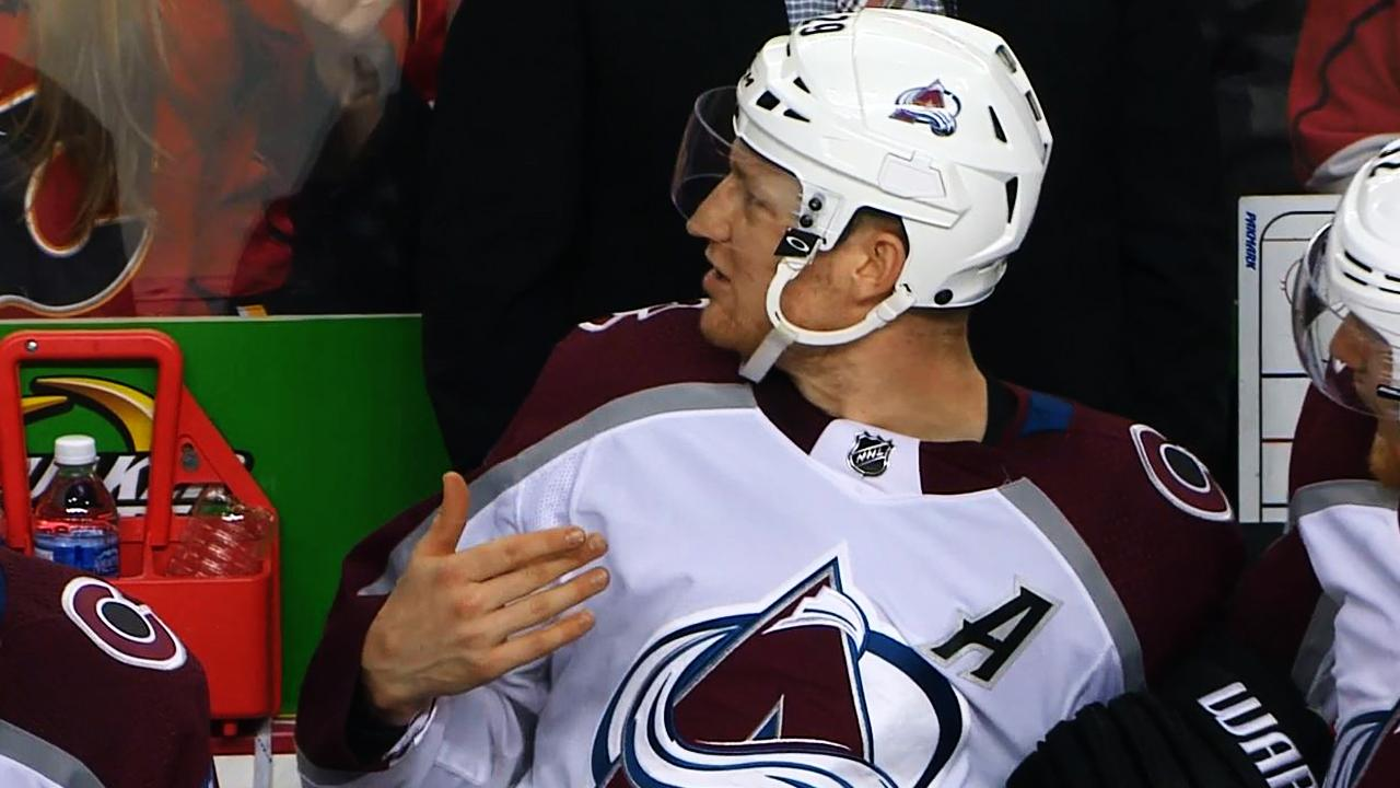 Nathan MacKinnon furious on bench, calls out coach