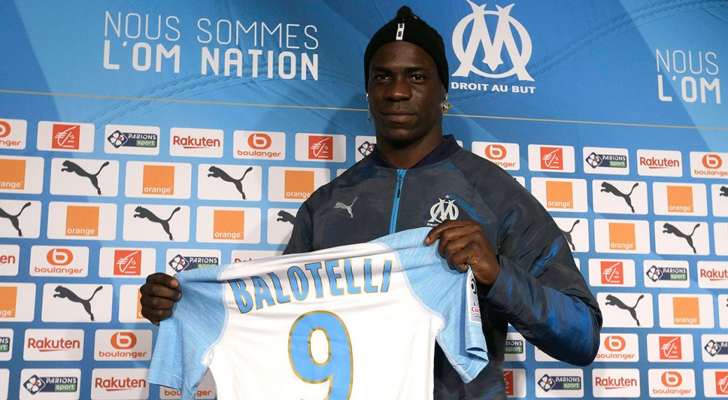 e804f34e046b1 Balotelli hopes to kick-start season after joining Marseille.  Marseille_Mario_Balotelli_Signs. Olympique Marseille's new player Mario ...