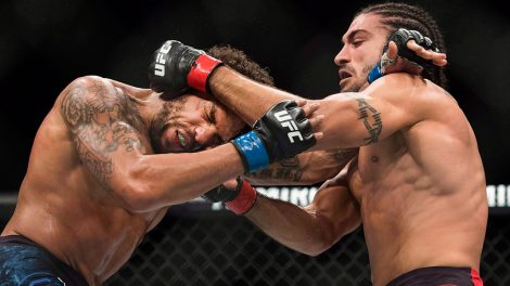 Elias-Theodorou-punches-Eryk-Anders-at-UFC-231-in-Toronto