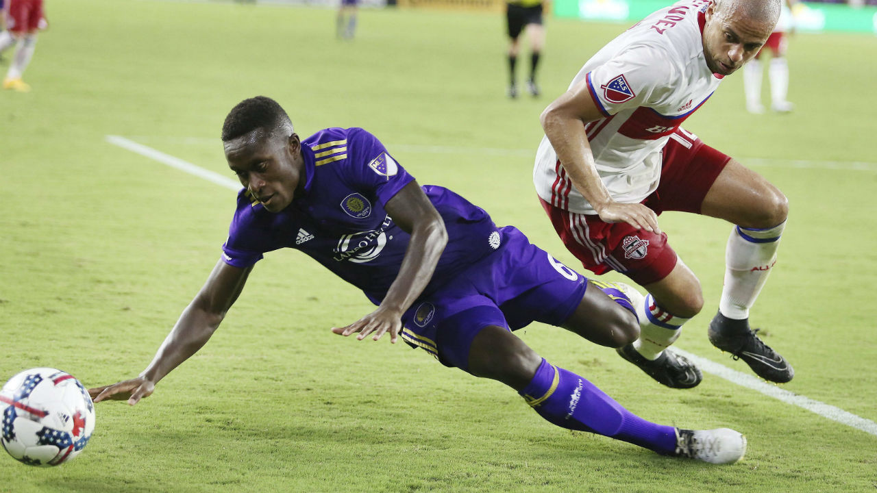 Midfielder Richie Laryea comes home, signs deal with Toronto FC