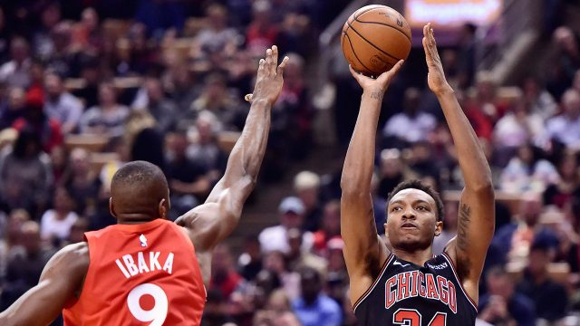 NBA-Raptors-Ibaka-contests-Bulls-Carter-Jr.
