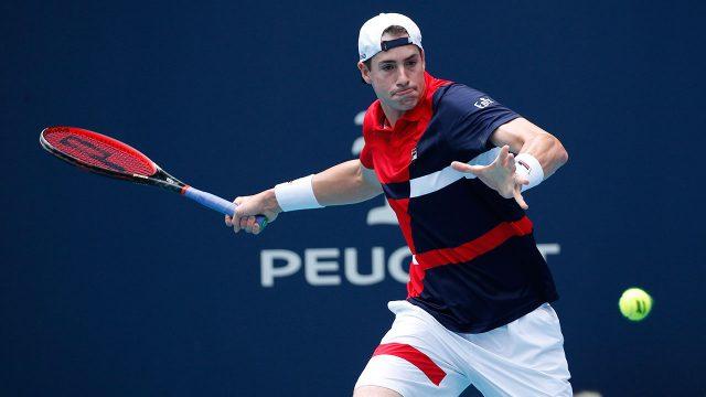 Tennis-ATP-Isner-hits-shot