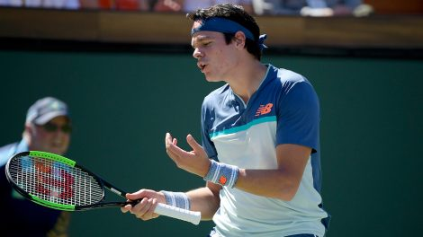 milos-raonic-reacts-to-losing-point-to-dominic-thiem