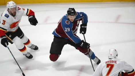 d7c37cf9351 MacKinnon leads Avalanche to victory over Flames in Game 3