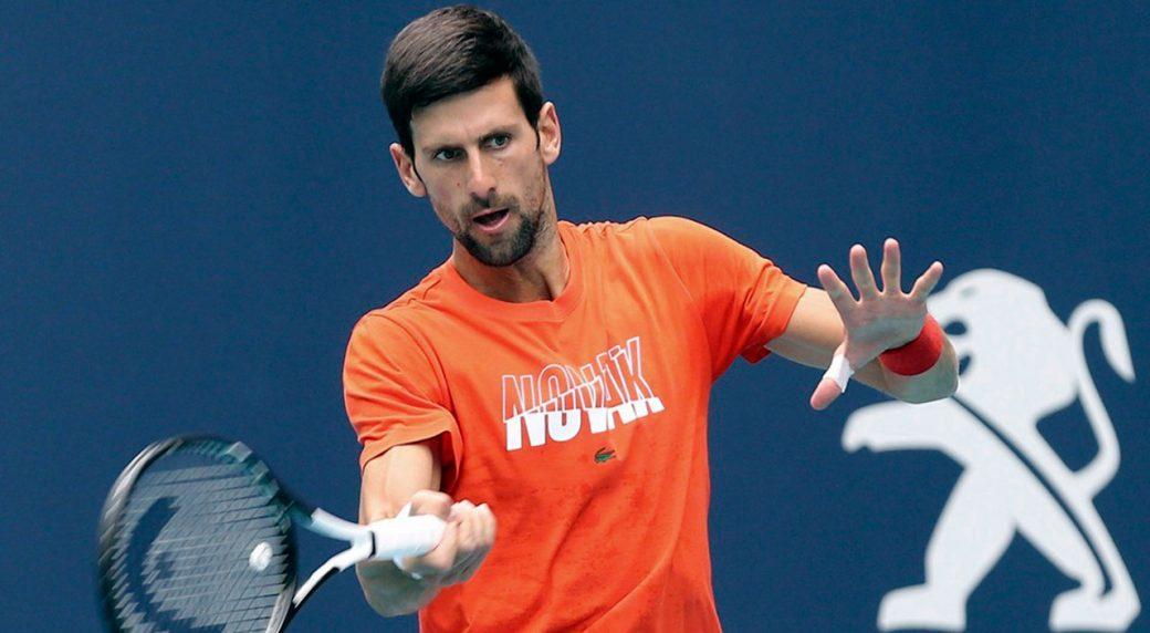 Tennis-ATP-Djokovic-hits-ball