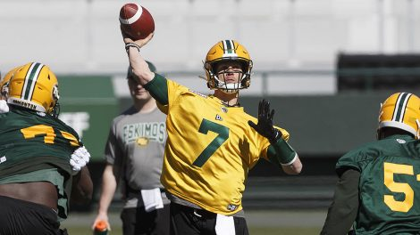 CFL-Eskimos-Harris-throws-at-training-camp