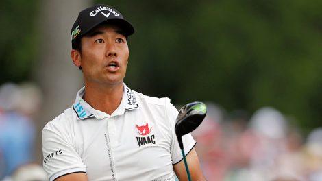 Golf-PGA-Kevin-Na-watches-shot