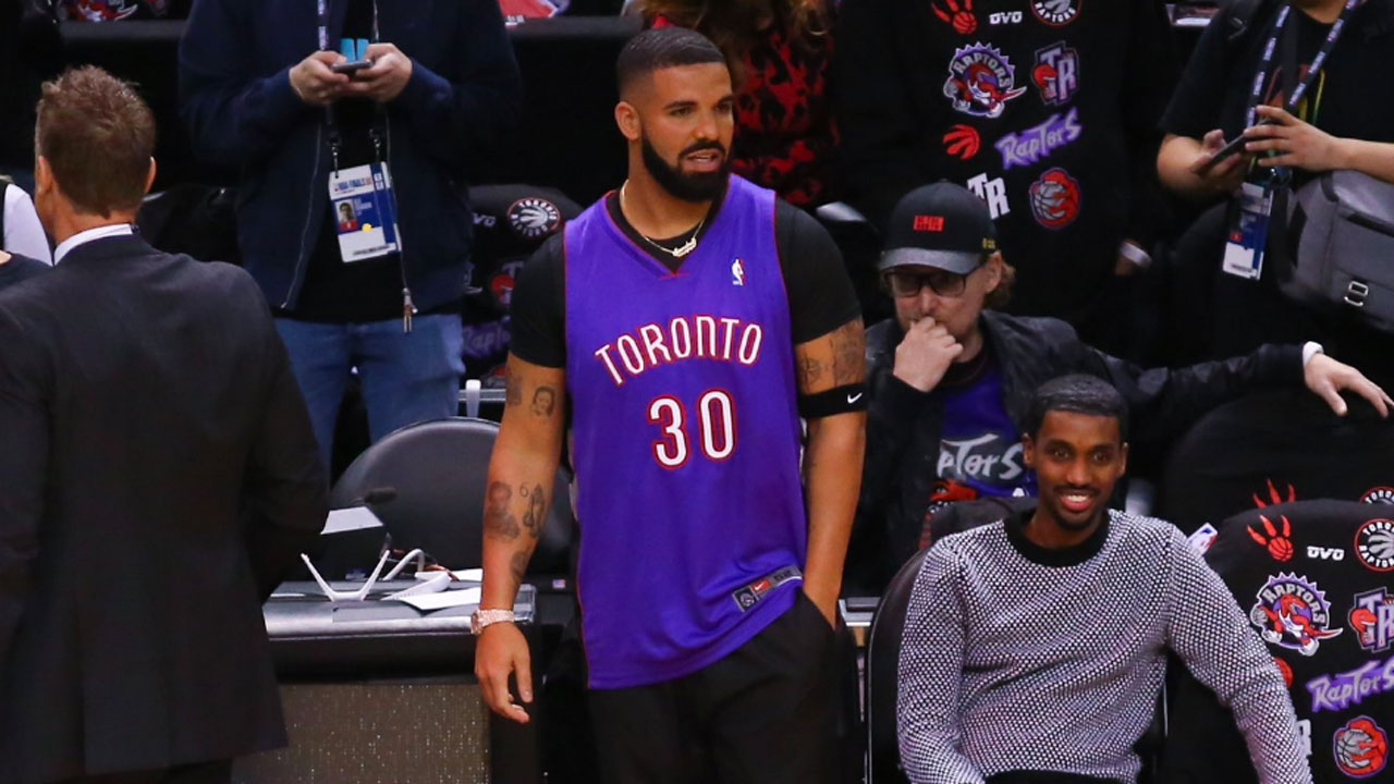 70ff578835f Drake wears throwback Raptors Dell Curry jersey to Game 1 of NBA Finals -  Sportsnet.ca