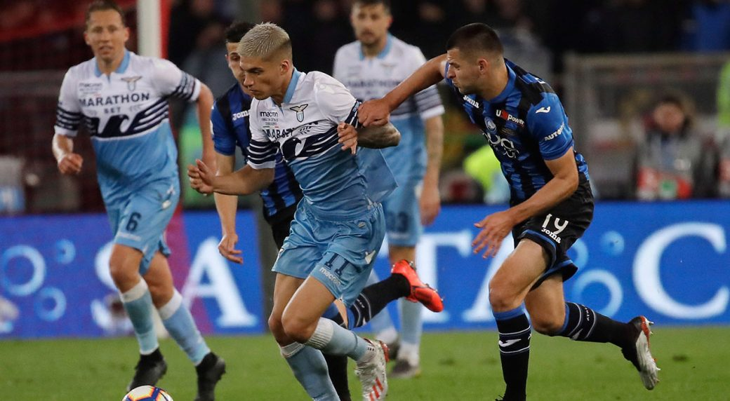 Soccer-Lazio-Correa-challenges-for-ball-against-Atalanta