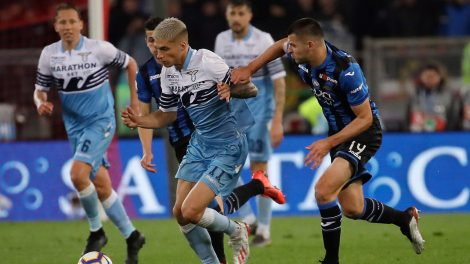 Soccer-Lazio-Correa-challenges-for-ball-against-Atalanta