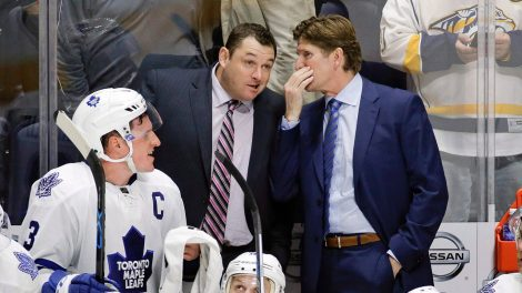 maple-leafs-coach-mike-babcock-speaks-with-assistant-dj-smith