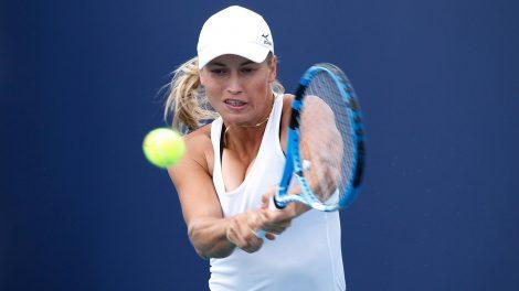 yulia-putintseva-hits-a-shot