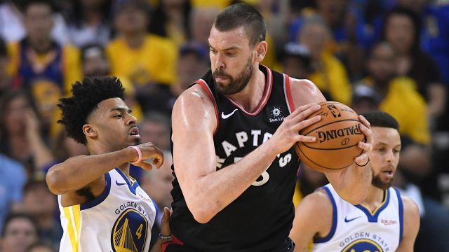 raptors-marc-gasol-holds-ball-against-warriors