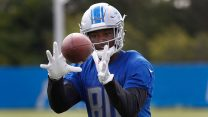 NFL-Lions-makes-catch-during-training-camp